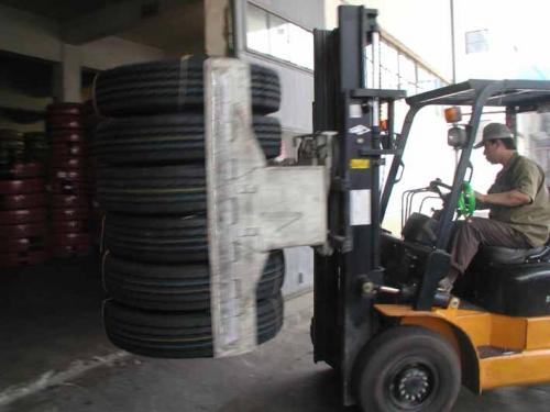 Tyre Clamp With Forklift